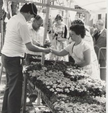 Op zaterdag 11 mei 2019: 45 jaar bloembakkenactie, tijd voor enkele historische foto's!