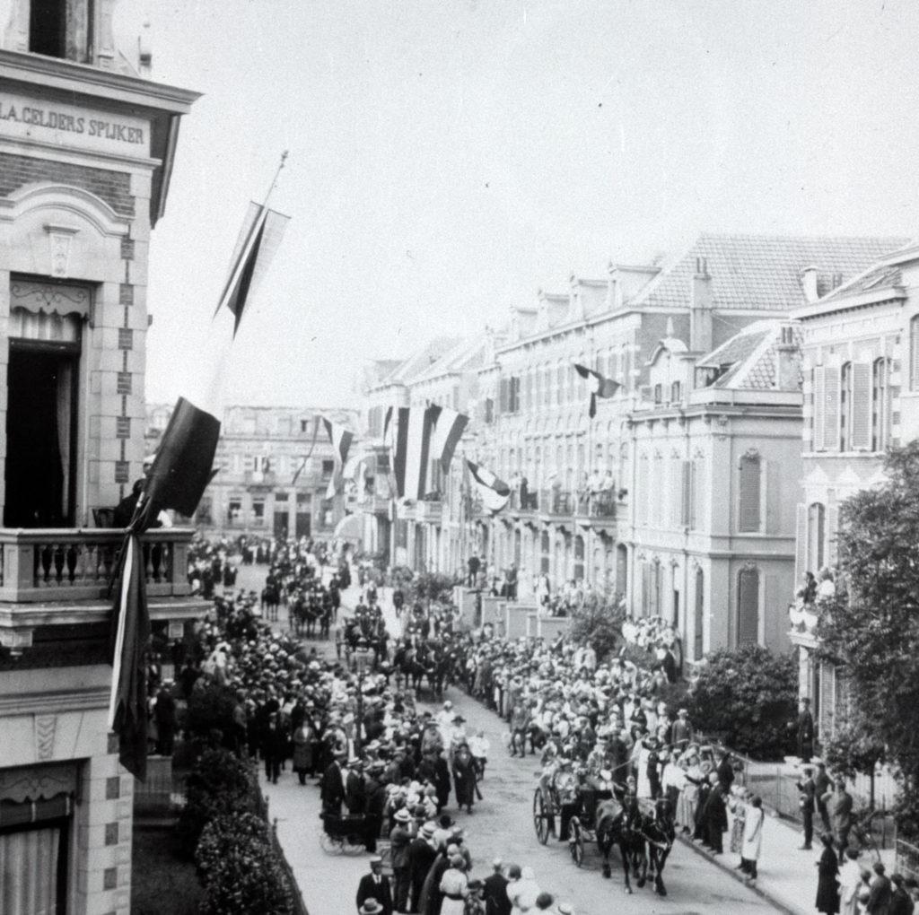 Koningin-Wilherlmina-bezoekt-arnhem-1924-Prins-Hendrikstraat-10054