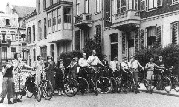 Brown Cartonnages medewerkers gaan fietsen